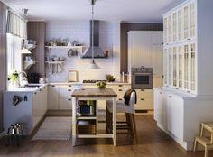 îlot central de cuisine Ikea en blanc et bois