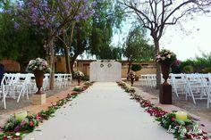 puertas_de_paso_boda_vintage_las_tres_sillas_1 Sidewalk, Table Decorations, Furniture, Home Decor, Indoor Ceremony, Recycled Furniture, Wedding Decoration, Chairs, Walkway