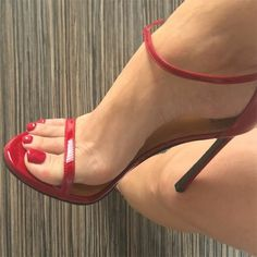 ❤️ RED ❤️ Today, first Tuesday of the month, I join the challenge of my beautiful high heels friend Sexy High Heels, Beautiful High Heels, Sexy Legs And Heels, Hot Heels, Gorgeous Feet, Stockings Heels, Nylons Heels, Sexy Zehen, Talons Sexy