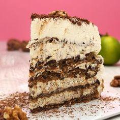 Kochvideo zum einfach nachkochen: Dieser himmlische Walnusskuchen besteht aus mehreren Schichten cremiger Schlagsahne sowie leckerem Kuchenboden. Nach ca. 6