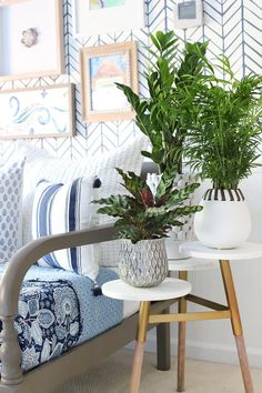 Loving+this+tiered+marble+side+table+-+looks+beautiful+with+plants+and+would+also+be+perfect+for+holding+multiple+drinks!