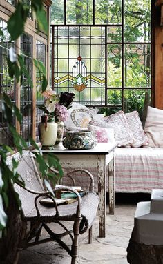 This would make a lovely tea room Outdoor Rooms, Outdoor Furniture Sets, Deco Champetre, Sleeping Porch, Interior Decorating, Interior Design, Deco Design, Home And Deco, Interior Exterior
