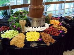 Fruit Bar With Chocolate Fountain Super Ideas Obstriegel Mit Schokoladenbrunnen Super Ideen Chocolate Fountain Wedding, Chocolate Fountain Recipes, Chocolate Fountains, Chocolate Fondue Bar, Fruit Display Tables, Fruit Display Wedding, Fruit Displays, Fruit Wedding, Table Wedding