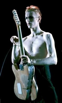 David Bowie as the Thin White Duke on the Isolar Tour in support of Station To Station, 1976 Angela Bowie, David Bowie, Duncan Jones, Bowie Starman, Station To Station, Aladdin Sane, The Thin White Duke, Major Tom, Soundtrack To My Life