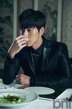 For his BNT International pictorial, Park Hae Jin pays homage to a coupleof Hong Kong's famous films, In theMood forLove and A Better Tomorrow, reinterpreting their style, mood, and feel t…