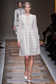 A really lovely mix of pattern, and texture, but in a simple white. nice. from: Valentino »  Fall 2012 RTW »