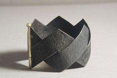 Bracelet | Ralph Bakker. 2008. Gold and oxidized silver