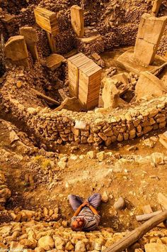 Reconstruction of the World's oldest Temple of Gobekli Tepe, which is 12000 tears old in Urfa (Şanlıurfa), Turkey. Aliens And Ufos, Ancient Aliens, Ancient History, Ancient Egypt, Ancient Mysteries, Ancient Artifacts, Archaeological Discoveries, Archaeological Site, Ancient Astronaut Theory