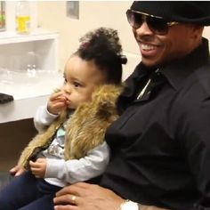 Shannon Brown and his daughter Laila.....that smile tho