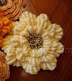 Image detail for -flor-crochet-rococo_. Knitted Flowers, Crochet Flower Patterns, Flower Applique, Crochet Designs, Fabric Flowers, Love Crochet, Crochet Motif, Crochet Stitches, Crochet Hats