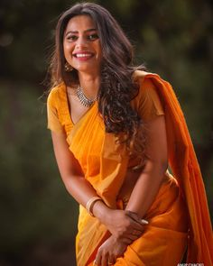 Improve How You Look With These Great Fashion Tips Beautiful Girl Indian, Most Beautiful Indian Actress, Beautiful Girl Image, Beautiful Saree, Beautiful Women, Beauty Full Girl, Beauty Women, 24 September, Saree Look