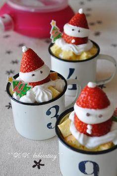 クリスマス・パーティにケーキは大切。ホーム・パーティだとお部屋の飾り付けやパーティ料理を用意したりと準備で大変・・・今回は簡単にできて見栄えもGoodなクリスマスケーキをご紹介。セルフ・アレンジしていつもと違うホームメイドケーキをつくっちゃおう! Cute Desserts, Cookie Desserts, Sweets Recipes, Kawaii Dessert, Japanese Christmas, Christmas Sweets, Molecular Gastronomy, Cute Food, Cakes And More