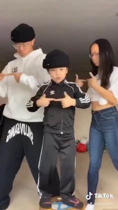 This kid is such a good dancer! Hip Hop Dance Videos, Dance Moms Videos, Dance Music Videos, Dance Choreography Videos, Super Funny Videos, Funny Videos For Kids, Funny Video Memes, Funny Short Videos, Cool Dance Moves