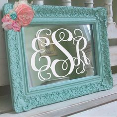 DIY Monogram Mirror: apply a vinyl monogram to any cheap mirror (you can always spray/paint the mirror frame to match your decor). Do It Yourself Design, Do It Yourself Fashion, Do It Yourself Home, Vinyl Crafts, Vinyl Projects, Craft Projects, Project Ideas, Vinyl Monogram, Framed Monogram