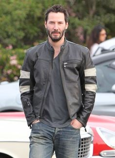 Keanu Reeves Photos: Keanu Reeves Stops At A Classic Car Meet
