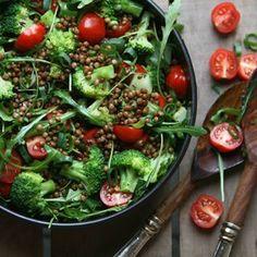 It's not a diet. It's not a phase. It's a lifestyle. #lifeinbalance #healthyliving #gogreen  . Het recept voor deze snelle lunchsalade met linzen, balsamico en basilicum vind je via de rechtstreekse link in mijn profiel