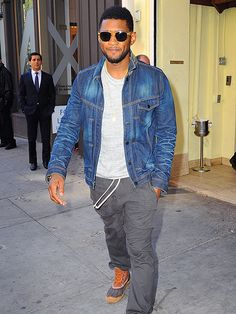My oh my, Usher is so damn sly! Check out this shady guy struttin' his stuff in translucent yellow-hued sunnies!