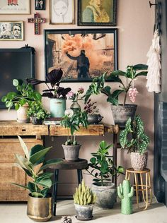 Hello again. Today I intend to continue the article dealing with the trendy colours of 2017. Even though I already had two blog posts in 2016, here and here, still it is never enough of the colour of life, this year called GREENERY by Pantone. And I must s