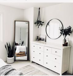 Latest modern minimalist bedroom interior for 2019 Decor, Room Decor Bedroom, Simple Bedroom Decor, Diy Apartment Decor, Room Ideas Bedroom, Minimalist Bedroom, Simple Bedroom, Bedroom Design, Home Decor
