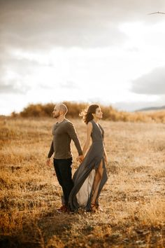 Stylish desert engagement session | Image by Tonie Christine Photography
