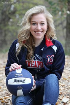 girls senior pictures | Volleyball idea for senior girls. | Senior pictures (one day 2017)
