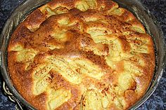 Versunkener Apfelkuchen  300 g Mehl  250 g Zucker  200 g Margarine  5  Äpfel  5  Ei(er)  1  Zitrone(n)  10 g Backpulver    Zimt    Zucker