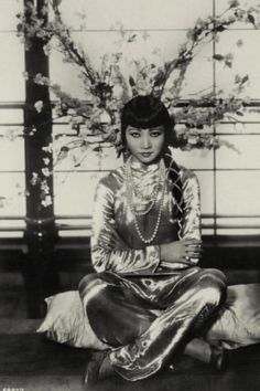 Anna May Wong German postcard by Ross Verlag, nr. Old Hollywood Glamour, Golden Age Of Hollywood, Vintage Glamour, Vintage Hollywood, Vintage Beauty, Classic Hollywood, Silent Film Stars, Movie Stars, Shanghai