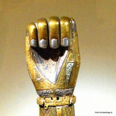 3. The hand of the shrine is made in bronze and is also decorated in zoomorphic and foliate patterns. The hand is in a fist which draws attention to the hand's distinctive nails.