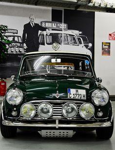 Ready to race. Mini Cooper S, Mini Cooper Classic, Classic Mini, Classic Cars, Fiat 600, Retro Cars, Vintage Cars, Mini Morris, Morris Minor