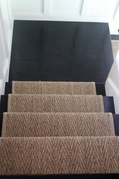 Like this runner stopping at the landing and continuing down the stairs. The black painted stairs are a great contrast with the sisal although would show scratches easily. Wall Carpet, Diy Carpet, Carpet Stairs, Carpet Ideas, Sisal Carpet, Modern Carpet, Carpet Decor, Plush Carpet, Basement Carpet