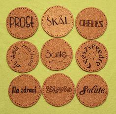 """DIY Cork coasters, burned with """"Cheers"""" in different languages; DIY Untersetzer, ausgeschnitten aus Korkplatte, """"Prost"""" eingebrannt in verschiedenen Sprachen"""