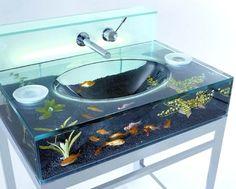 Wie man meinem Lebenslauf entnehmen kann, war ich ca. 1 Jahr in einem Designhaus beschäftigt. Der KreativChef dort hatte die verrückte/kreative Idee ein Aquarium durch den ganzen Raum zu legen. Aquarium-Röhren. Ein Röhren-Aquarium. Oben an der Decke entlang. High-Speed-Rundkurs für Fischis. Kleine Wirbeltiere in ein Waschbecken zu ...