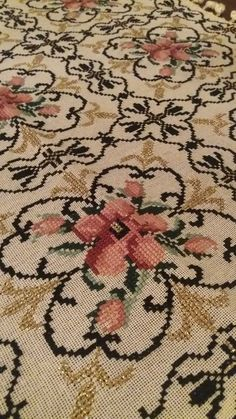 Embroidery Stitches, Embroidery Designs, Cross Stitch Rose, Hobbies And Crafts, Cross Stitch Patterns, Sewing Patterns, Crochet, Fabric, Handmade