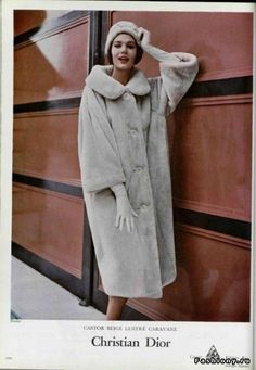 Vintage Coats Simone in a beige sheared beaver coat by Dior, 1958 Photo by Philippe Pottier - Photo by Philippe Pottier Fifties Fashion, Retro Fashion, Trendy Fashion, Korean Fashion, Winter Fashion, Vintage Fashion, Club Fashion, Fashion Black, Fashion Ideas