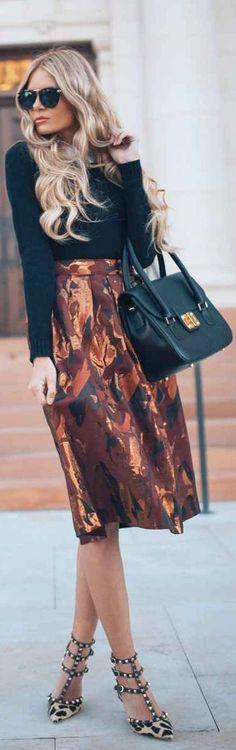 Hints Of Metallic by Barefoot Blonde the mix of patterns Modest Fashion, Love Fashion, Fashion Beauty, Womens Fashion, Fashion Trends, Bronde Balayage, Barefoot Blonde, Street Style, Classy And Fabulous