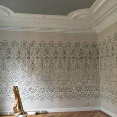 """Beatriz Balgoma on Instagram: """"Avanzando en nuestro espacio de Casa Decor!!! Maravillosos paneles pintados de @lewisandwood #beatrizbalgoma #casadecor2018 #interiorismo…"""""""
