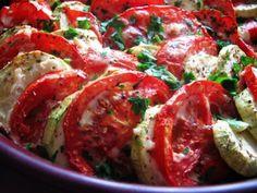 TIAN CU ROSII SI DOVLECEI, poza 1 My Recipes, Cookie Recipes, Favorite Recipes, 30 Minute Meals, Caprese Salad, Love Food, Vegan, Vegetables, Romania