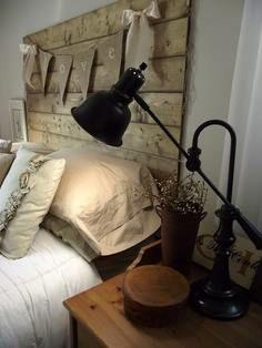 čelo za posteľou