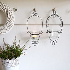 DIY: Candlestick for tea candles or hanging vases in two variants simple and elegant. The total length of the sail is about 26 cm. Wire Crafts, Metal Crafts, Diy And Crafts, Wire Ornaments, Ornaments Design, Hanging Vases, Metal Hangers, Mason Jar Crafts, Wire Art