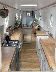 Diy caravan interior design ideas creative cozy caravan boat interior design ideas a interior design ideas home decor stores in bangalore Narrowboat Kitchen, Narrowboat Interiors, Canal Boat Interior, Canal Barge, Houseboat Living, Floating House, Boat Design, Boat Plans, Boat Building