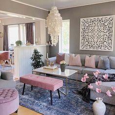 Grey and blush living room wall decor wall Living Room Decor On A Budget, Home Living Room, Interior Design Living Room, Living Room Designs, Modern Interior, Living Room Ideas 2019, Pink And Grey Room, Living Room Ideas Pink And Grey, Pink White