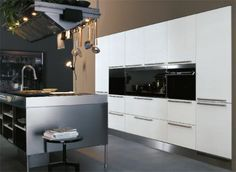 You would make entertaining and cooking a very pleasurable experience in this kitchen