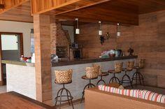 Navegue por fotos de Casas campestres: Espaço gourmet. Veja fotos com as melhores ideias e inspirações para criar uma casa perfeita.