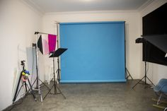 Preparando todo para la sesión de fotos de la colección Primavera-Verano 2013 de la Esquina Azul.