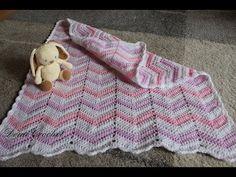 Jednoduchý video návod na háčkování cik cak vzoru, který můžete použít na dětské dečky, polštáře, šaty a další. Homemade, Blanket, Sewing, Crocheting, Youtube, Crochet, Chrochet, Home Made, Couture