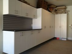 Charmant Combination Of White Garage Cabinets With Slatwall