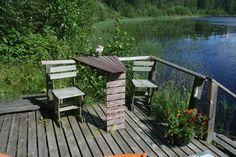 Rantasaunan laituri, pöydän olen tehnyt vanhan veneen istuimesta :)