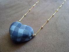 Colar de coração em cerâmica plástica