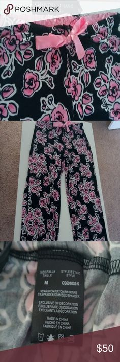 Christian Siriano Floral Pajama Pants soft knit M Christian Siriano Floral Pajama Pants soft knit M, very soft knit feels fresh, rayon blend knit, with pretty pink saying ribbon, Project Runway designer Christian Siriano ! These are my favorite lounging pants , pretty floral and sooooo comfortable too! Christian Siriano Intimates & Sleepwear Pajamas