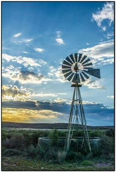 Far away. Windmill Art, Farm Windmill, Old Windmills, Cool Pictures, Beautiful Pictures, Country Barns, Country Living, Country Scenes, Water Tower